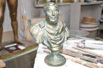 Памятник Деду Хасану новосибирский скульптор украсит воровскими звездами